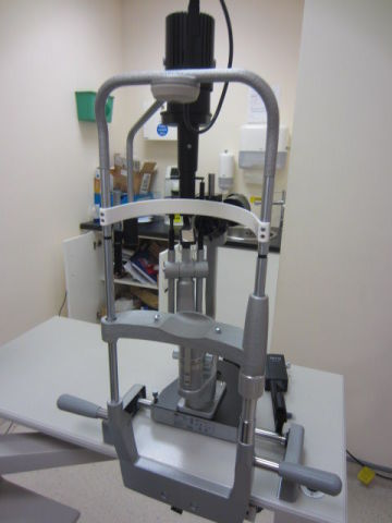 NIDEK / HAAG STREIT Opthalmology Chair with CP-690 Auto Chart Projectors  RT-5100 Refractors & Haag Streit BM900 Slit Lamps Ophthalmology Chair and Stand