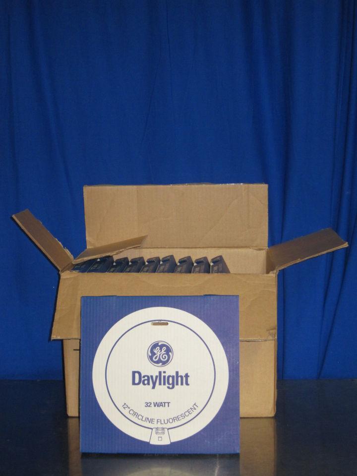 GE Daylight 32 Watt 12