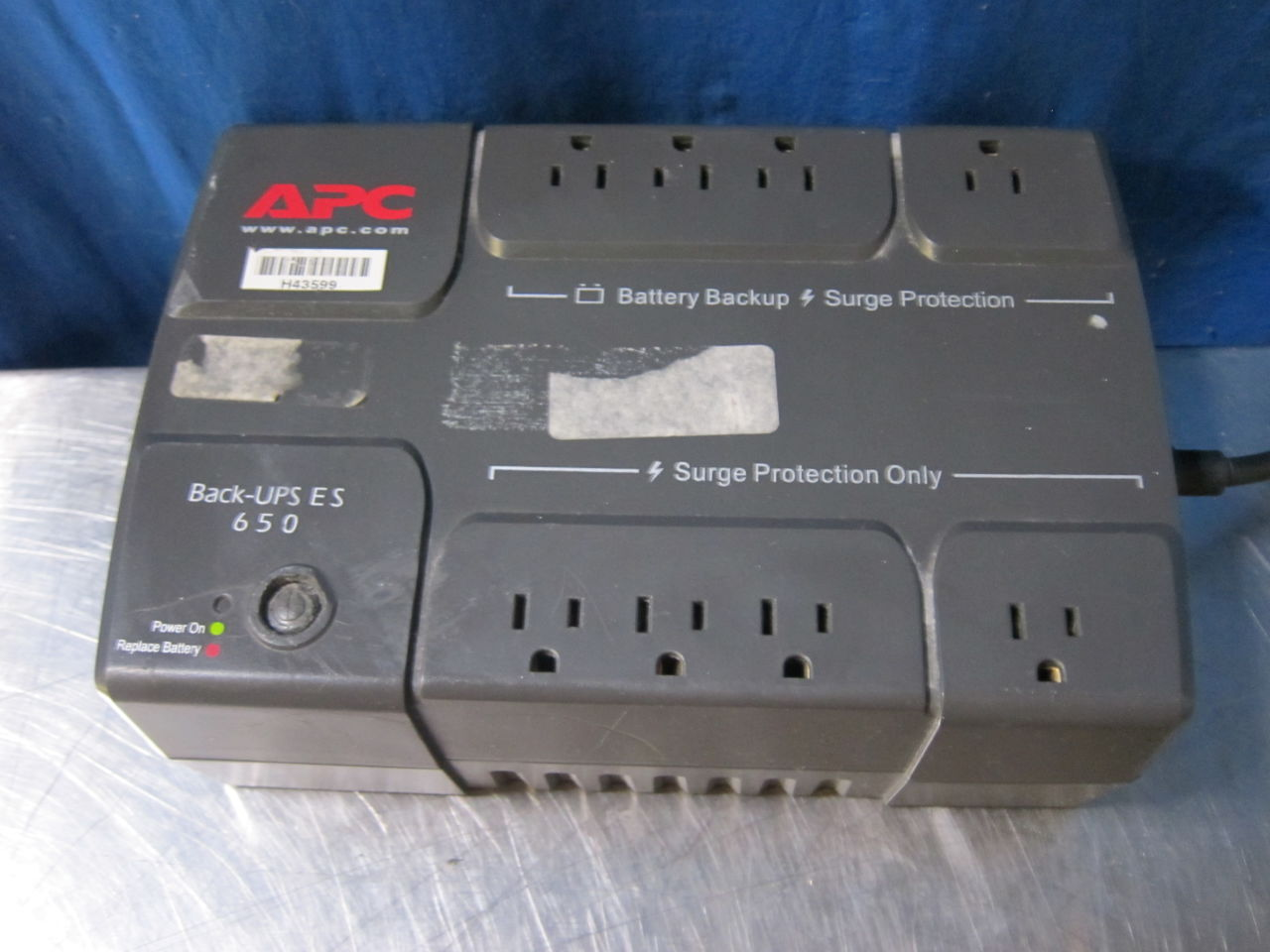 APC  Uninterruptible Power Supply / UPS