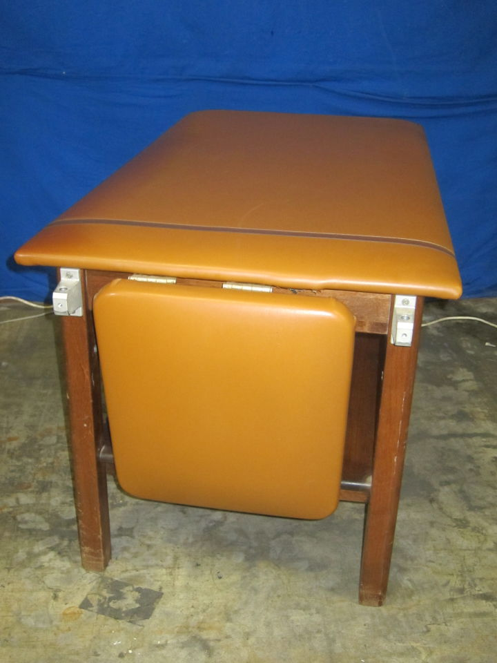QUINCY MEDICAL SUPPLY  Exam Table