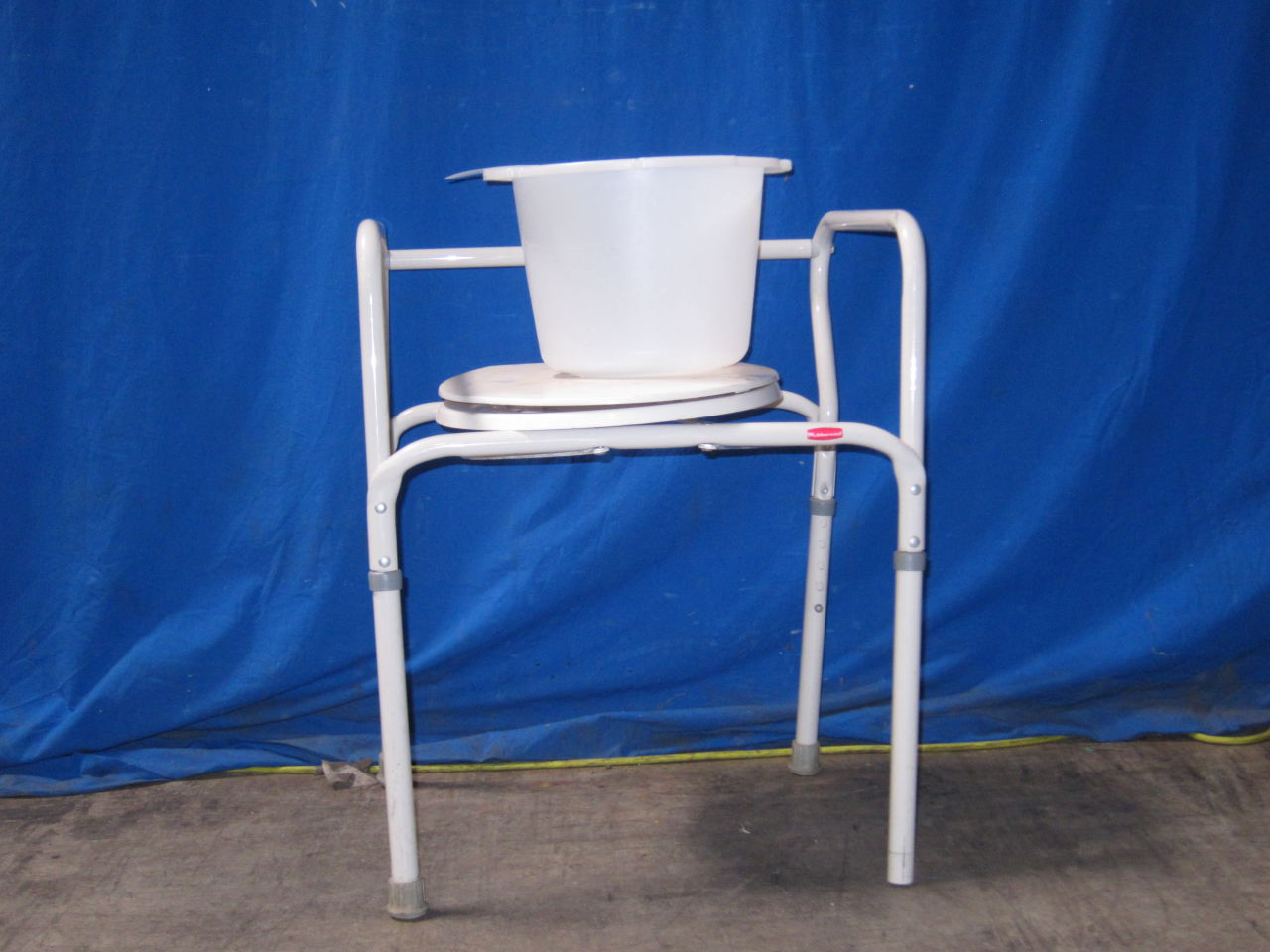 RUBBERMAID  Adult Toilet Chair