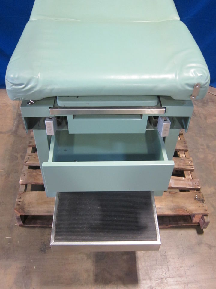UMF 5120 Exam Table