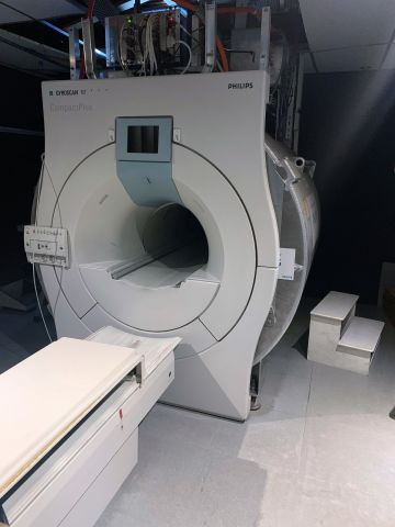 PHILIPS Intera 1.0T MRI Scanner