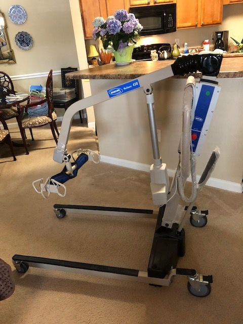 INVACARE Reliant 450 Brand New Never Used 2 batteries and a charger included Patient Lift