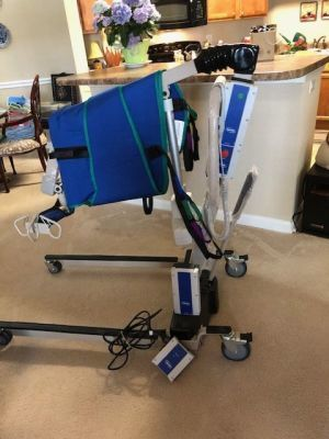 INVACARE Reliant 450 Hoyer Lift Brand New Never Used 2 batteries and a charger included Patient Lift