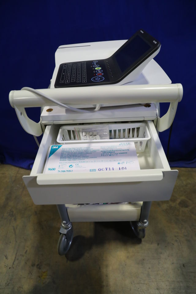 GE MAC 2000 ECG unit