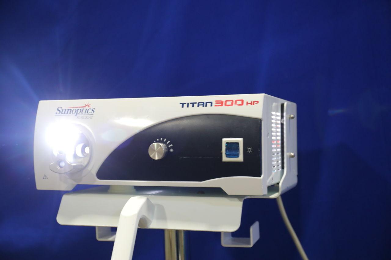SUNOPTICS Titan 300HP Light Source