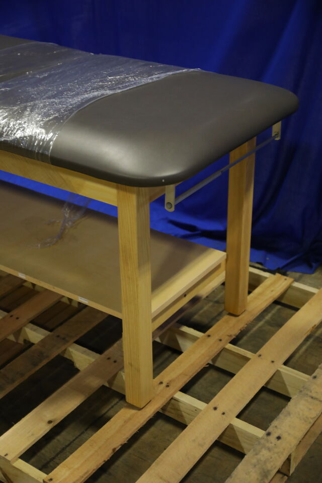 HAUSMANN INDUSTRIES  Exam Table