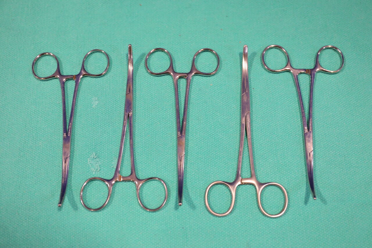 VARIOUS  Curved Forceps - Lot of 5