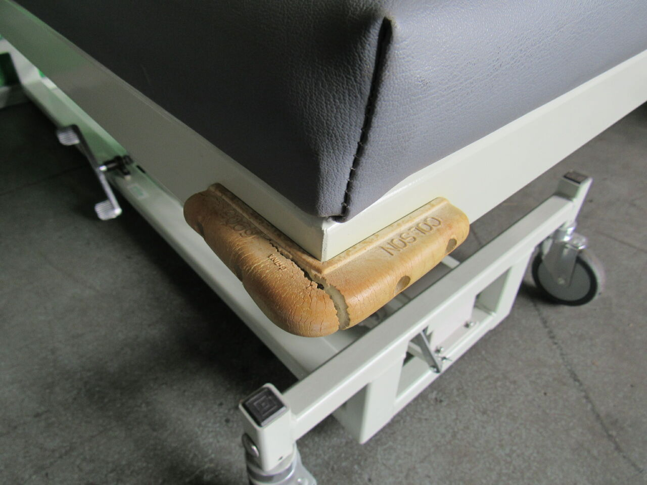 MAGNETIC Max 10 Exam Table