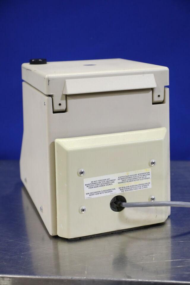 BECKMAN Microfuge 12 Centrifuge